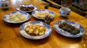5種(辛味大根・ごま・くるみ・きなこ・あんこ)の力餅、特にくるみが美味しかった!
