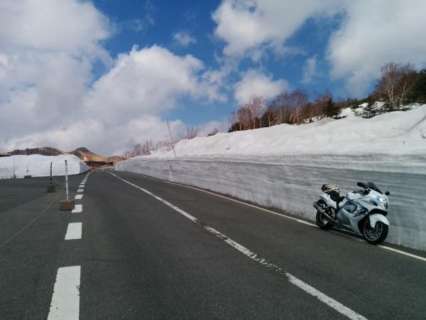 路面に雪は一切ないので安心して走れます。