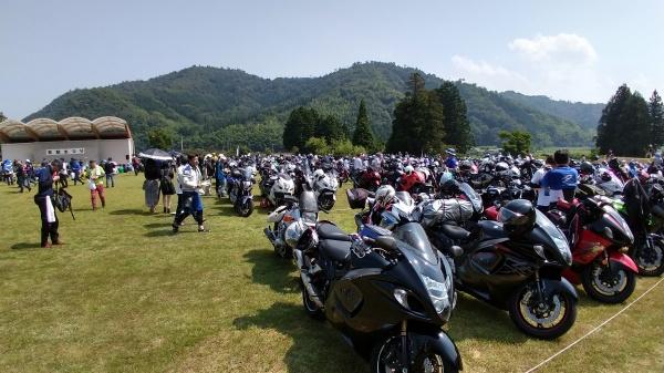 隼以外のバイクでの参加も多数